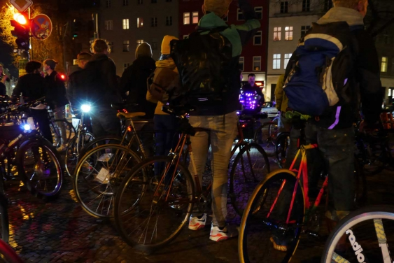Night Ride Berlin, Bicycling meetup, LED jacket